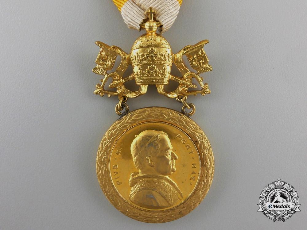 A Gold Grade Benemerenti Medal ; Pope Pius XI Merit Medal