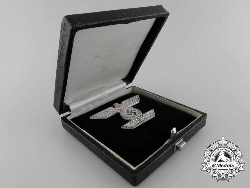 A Mint Clasp to the Iron Cross 1939 by B.H. Mayer; 1st Class with Case