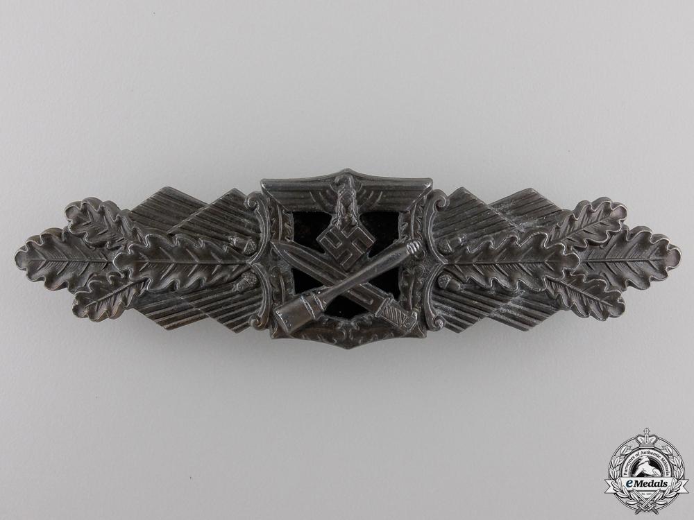 A Bronze Grade Close Combat Clasp