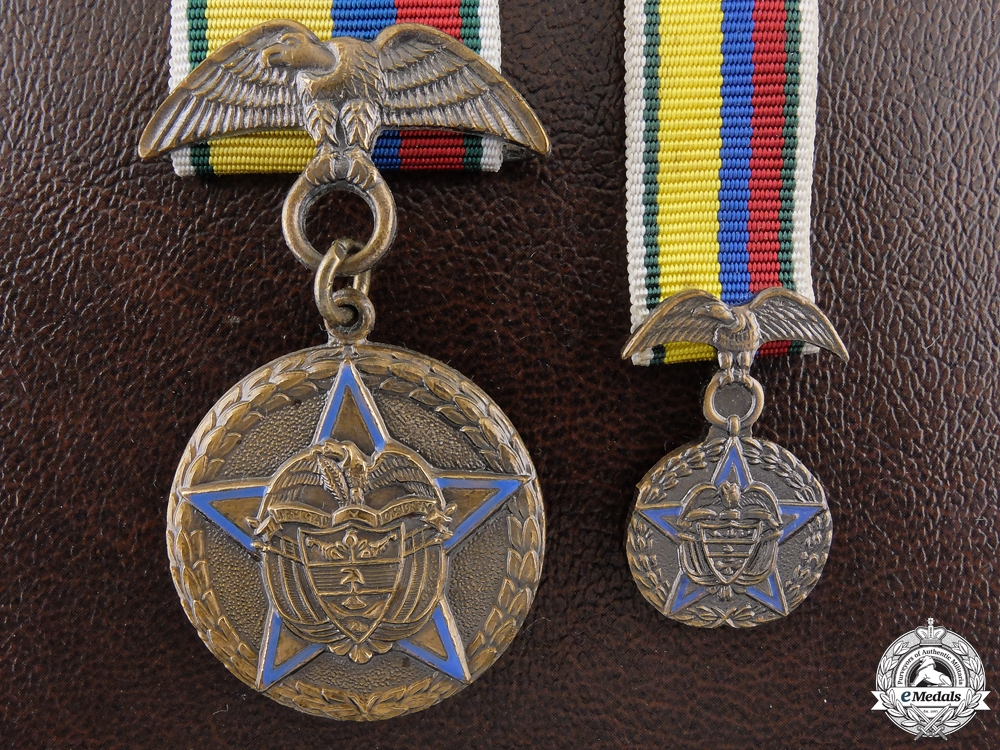 A Colombian Medal for 15 Years' Military Service with Miniature & Case