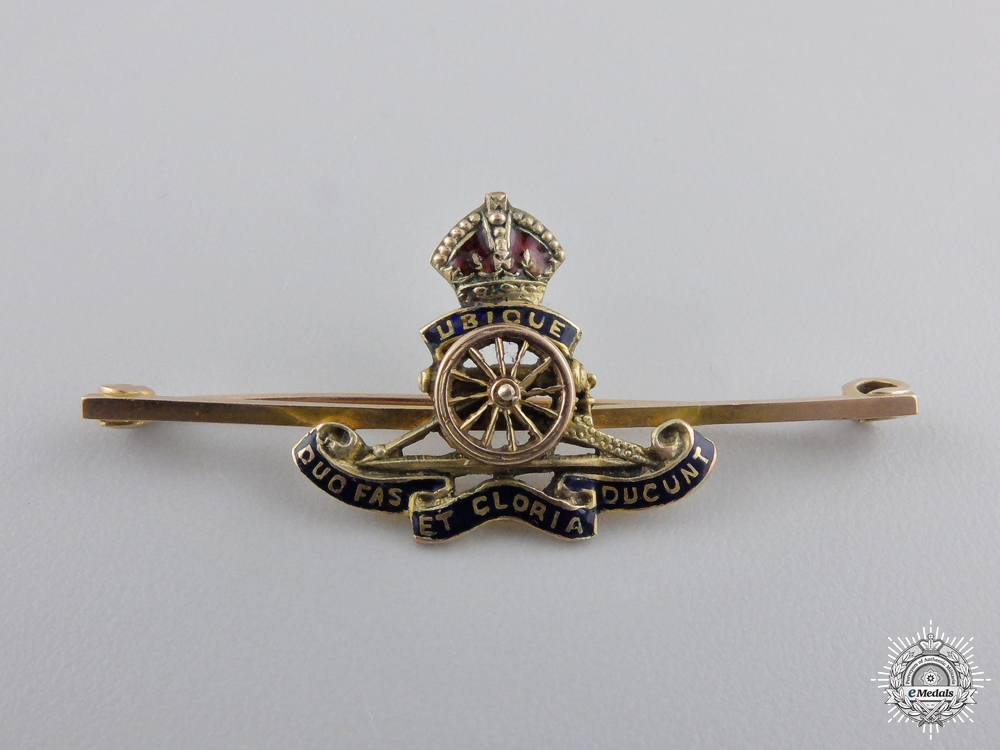 A Fine Royal Artillery Badge in Gold by Charles Perry & Co.