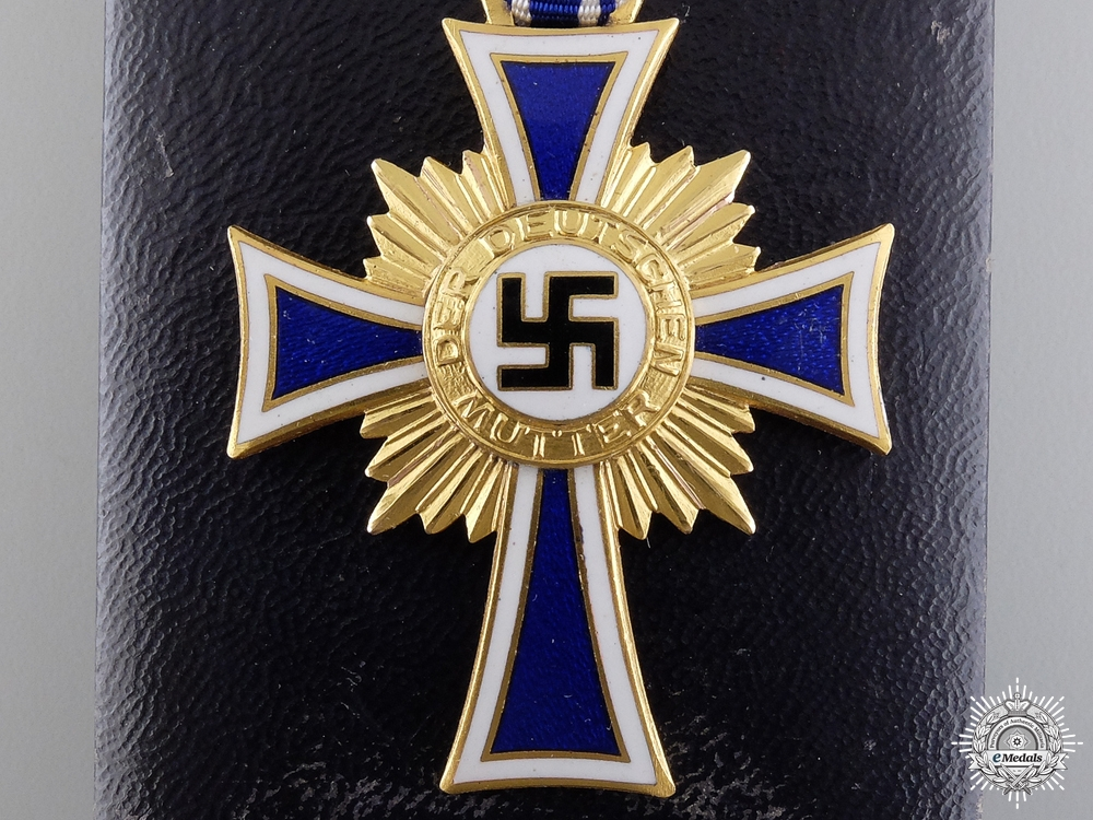 A Gold Grade German Mother's Cross with Case