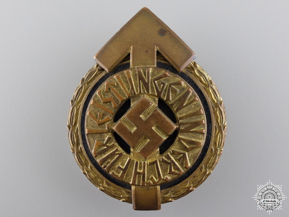A HJ Golden Leaders Sports Badge
