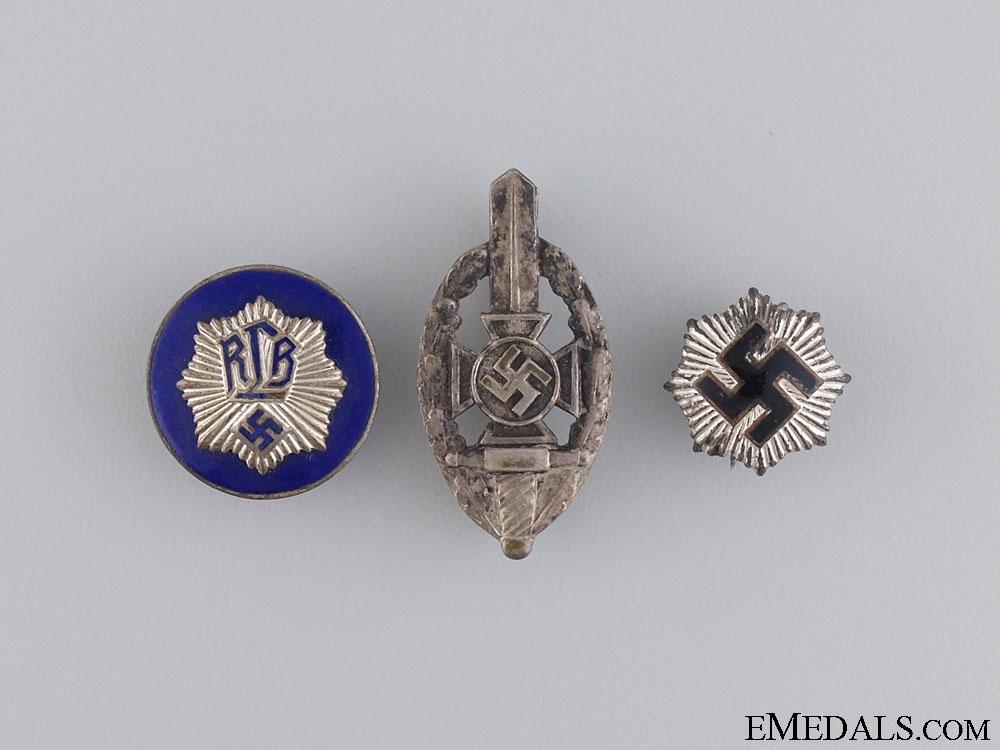 A Lot of Second War RLB Badges