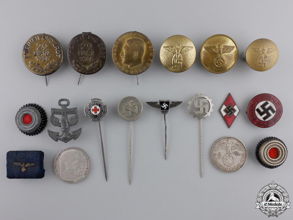 A Llot of Third Reich Pins/insignia