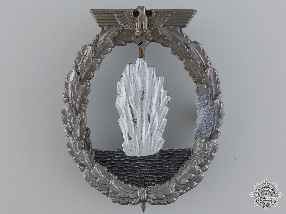 A Minesweeper War Badge; Marked R.S.