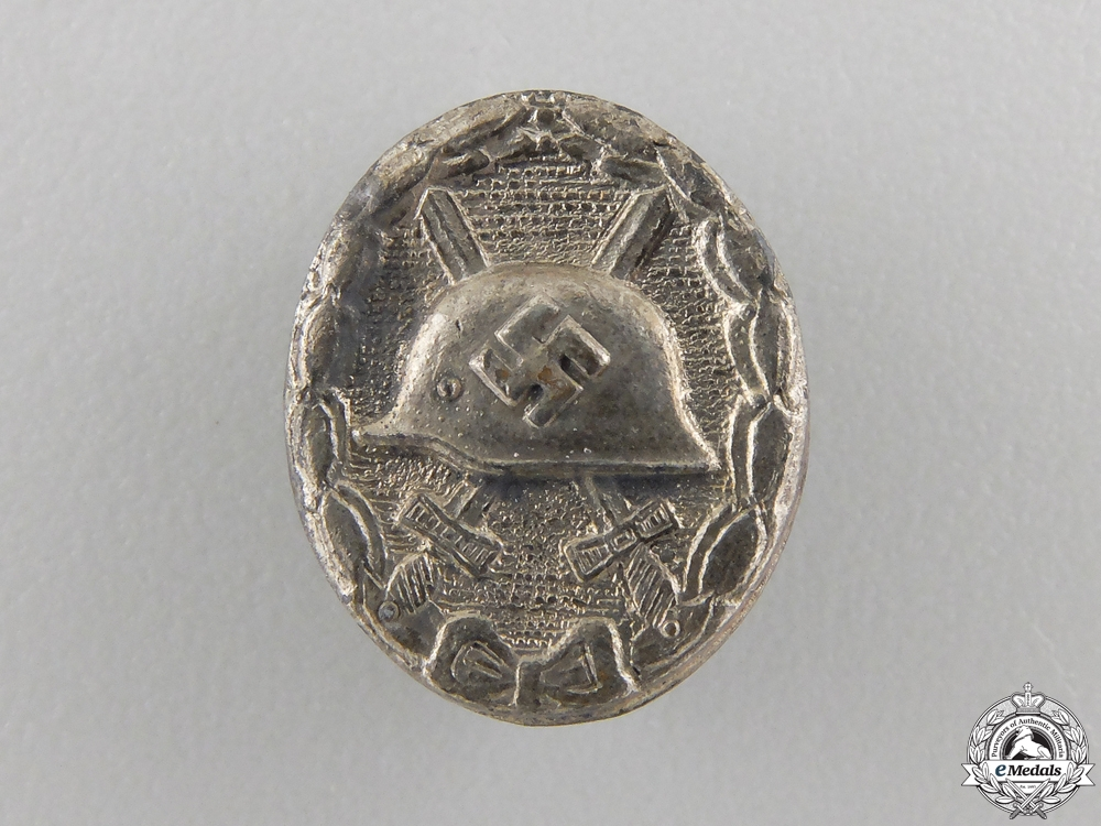 A Miniature Silver Grade Wound Badge