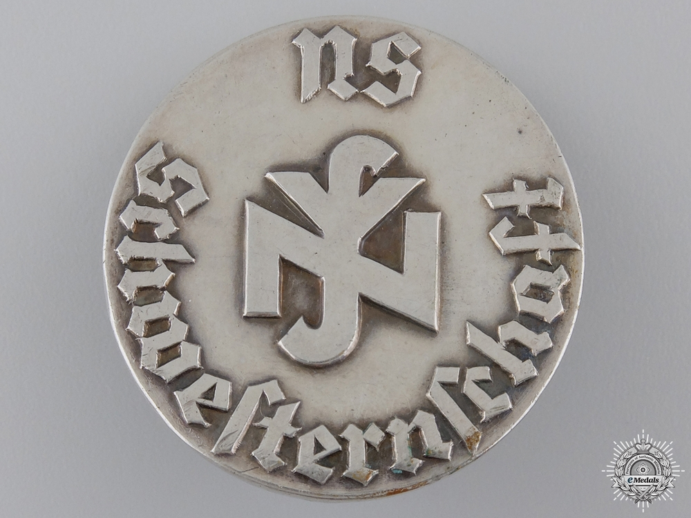 A Second War German Nurses Badge in 800 Silver
