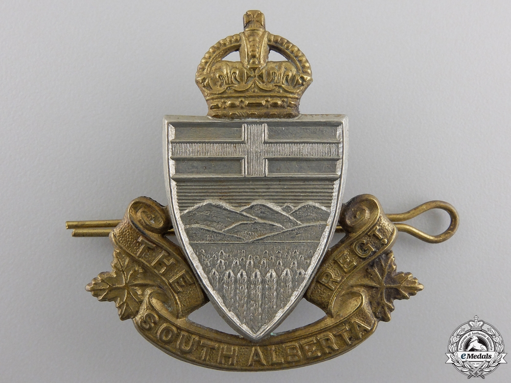 A Second War South Alberta Regiment Cap Badge