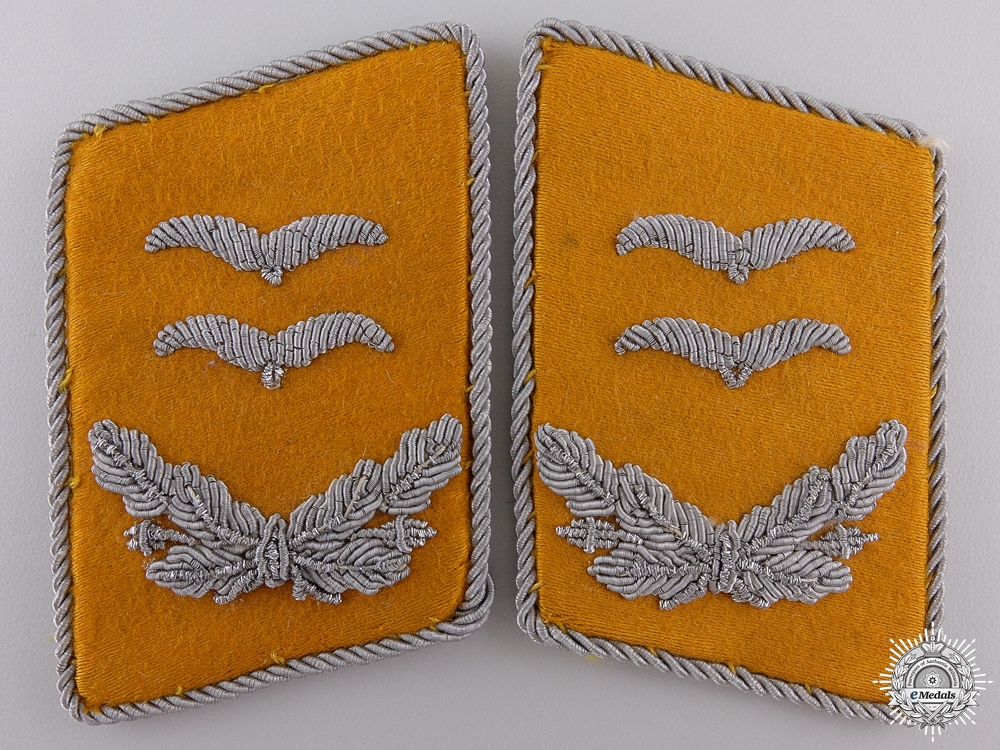 A Set of Luftwaffe Oberleutnant Collar Tabs