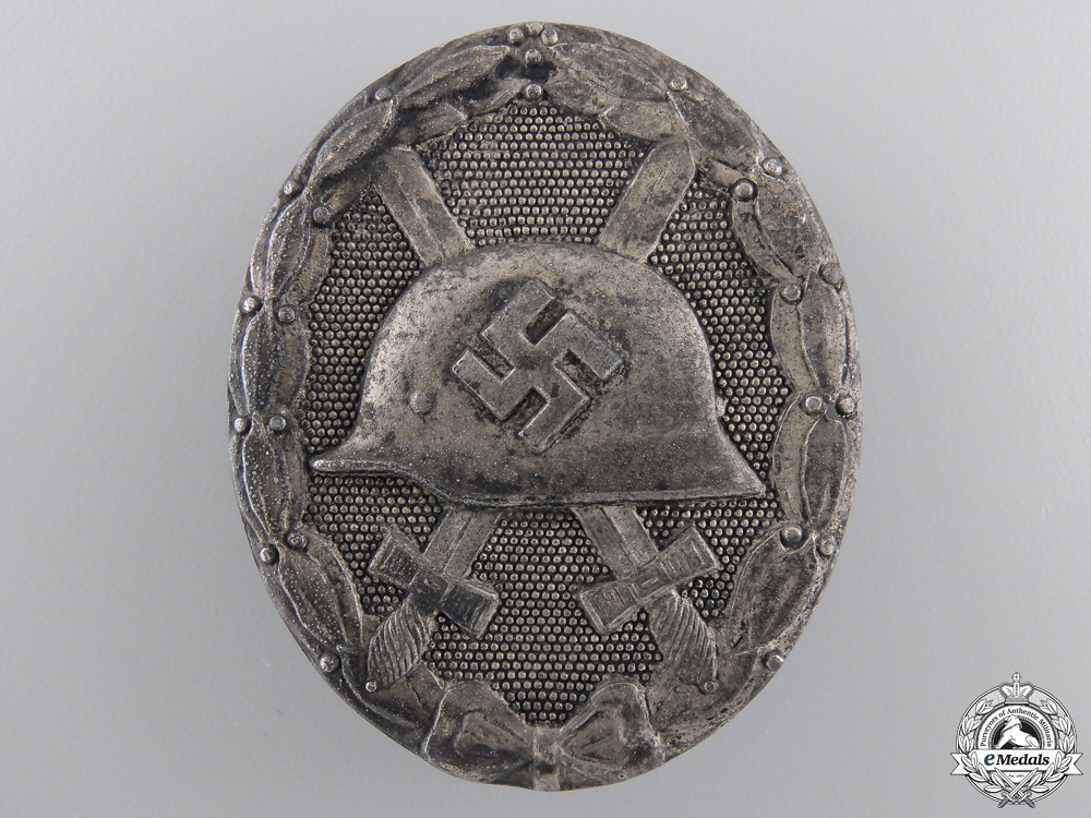 A Silver Grade Wound Badge by Hauptmunzant