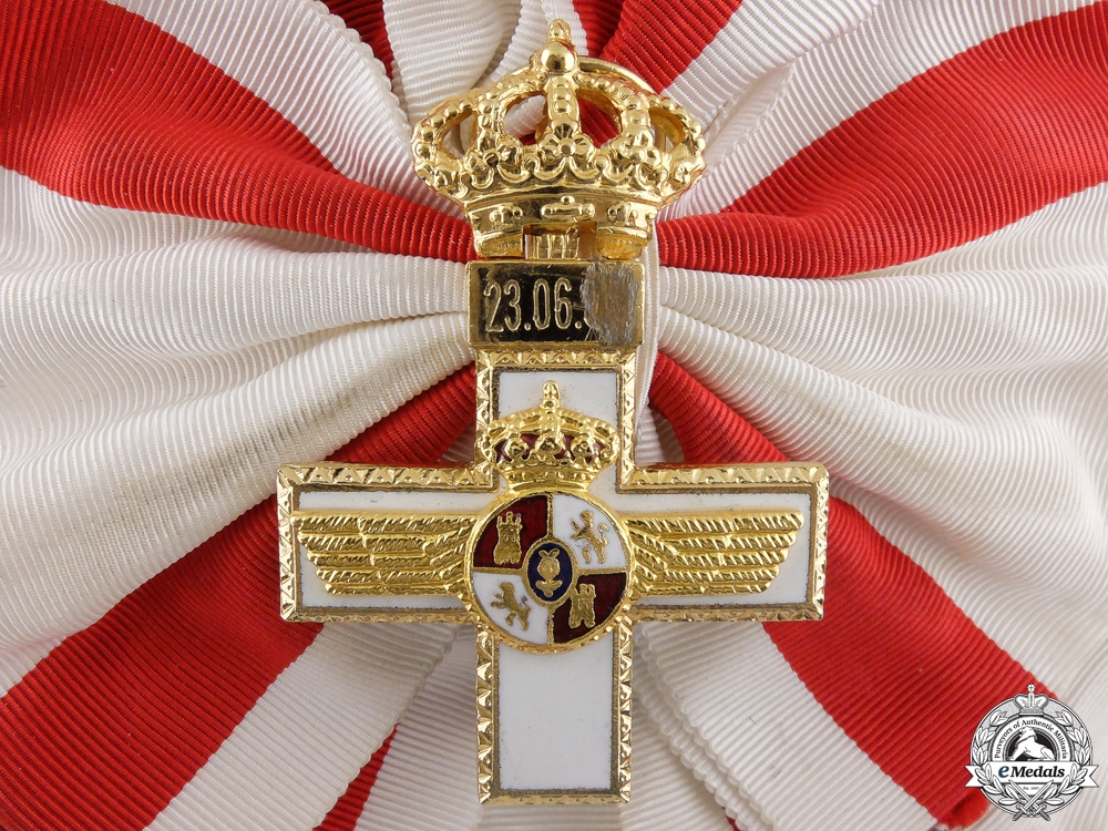 A Spanish Order of Military Merit with White Distinction; Grand Cross