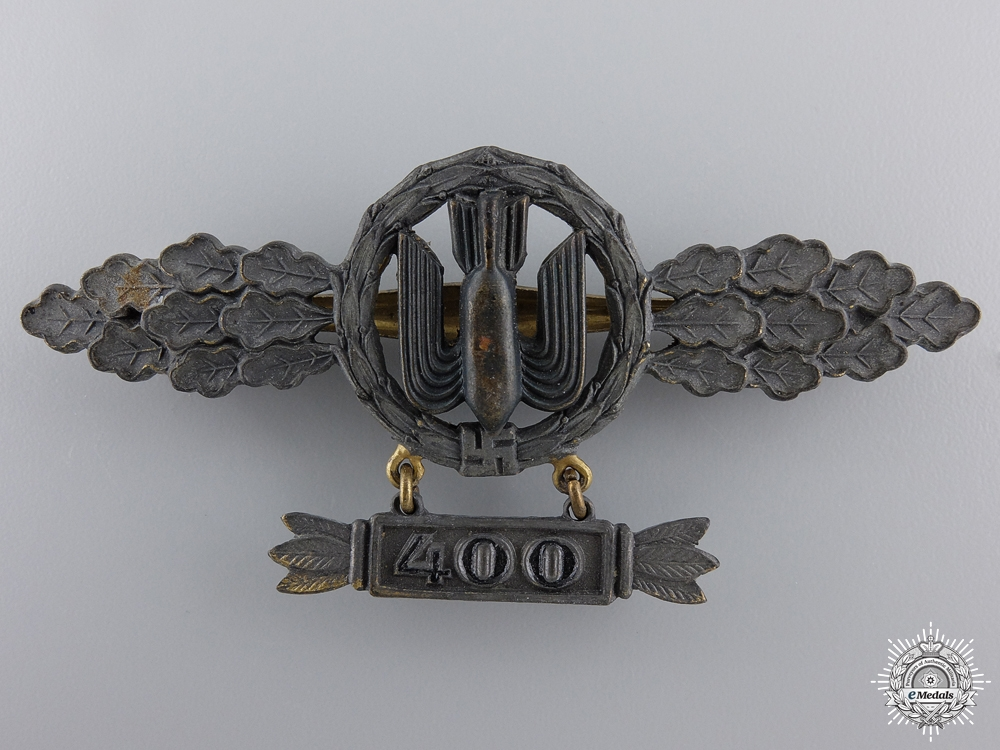 A Squadron Clasp for Bomber Pilots with 400 Hanger