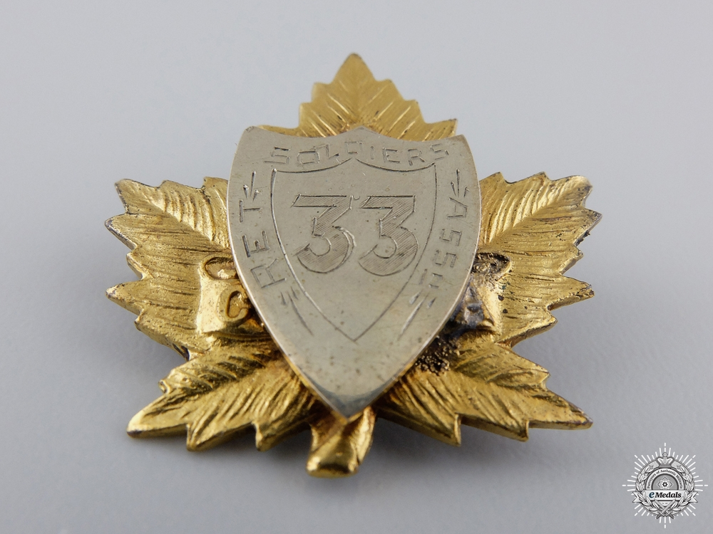 A WWI 33rd Canadian Infantry Soldiers' Association Badge