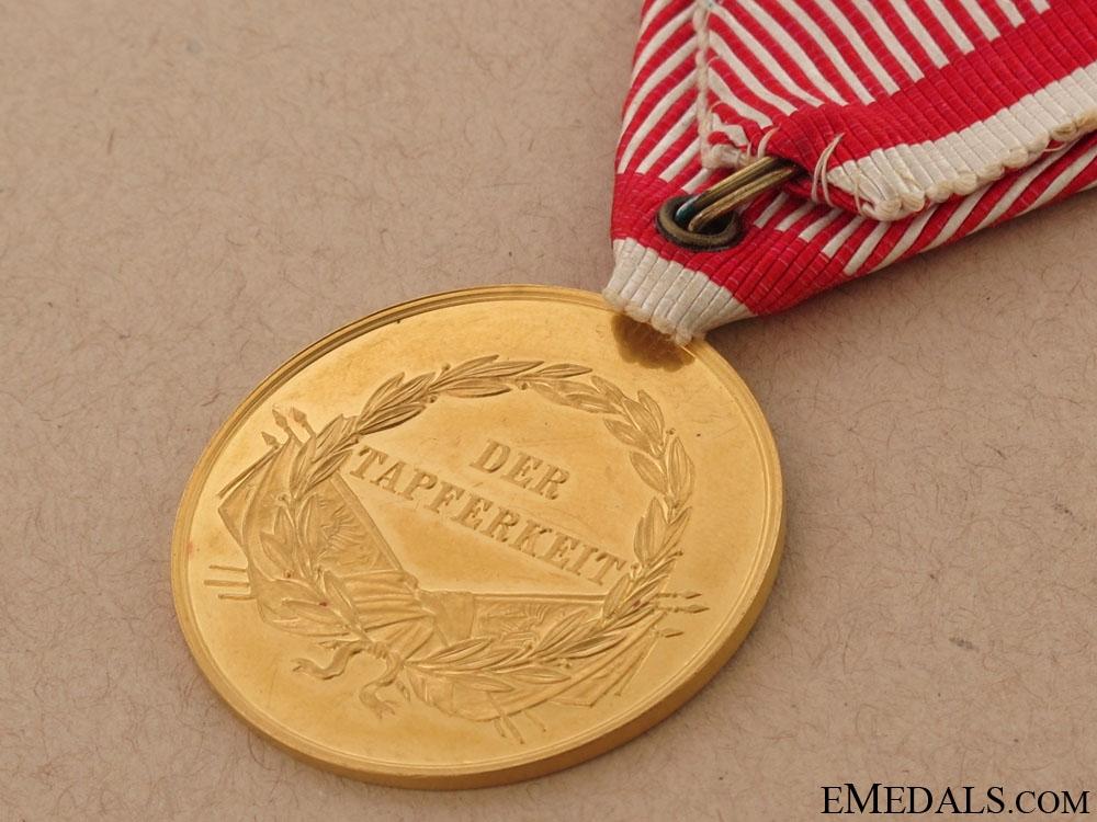 Golden Bravery Medal – in Gold