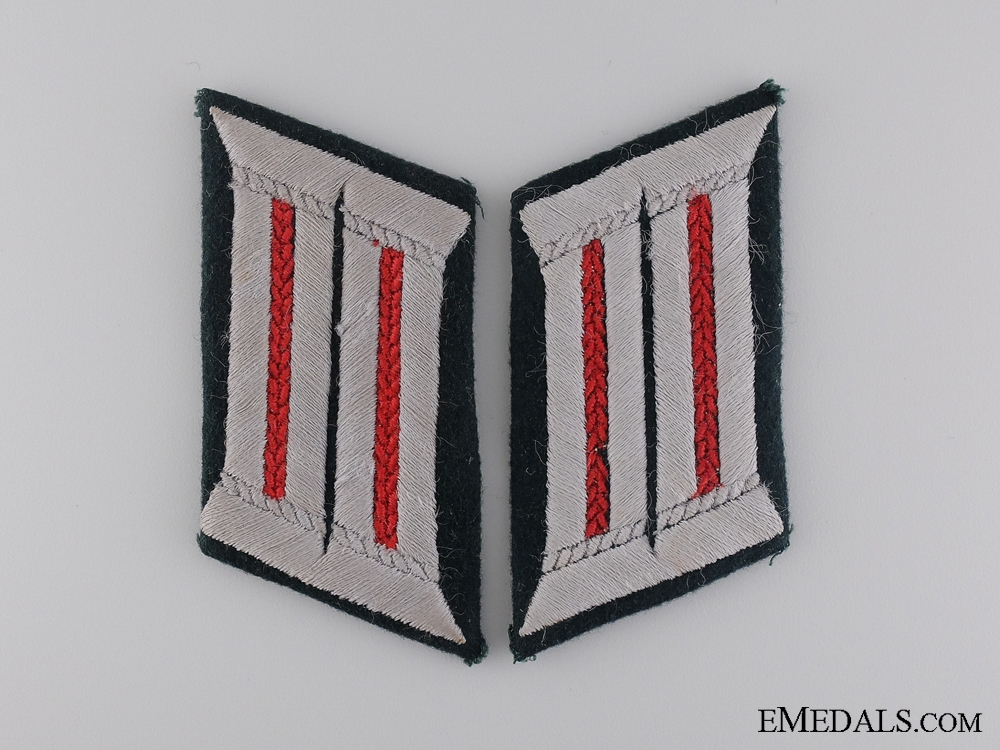 An Army Artillery Collar Tab Pair