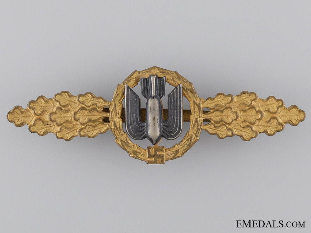 An Early Gold Grade Squadron Clasp for Bombers