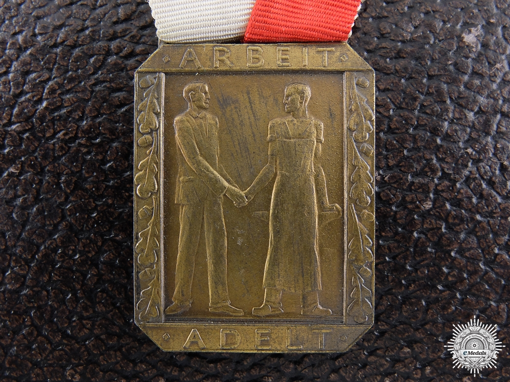 An East Thuringia Chamber of Industry and Commerce Loyal Labour Medal