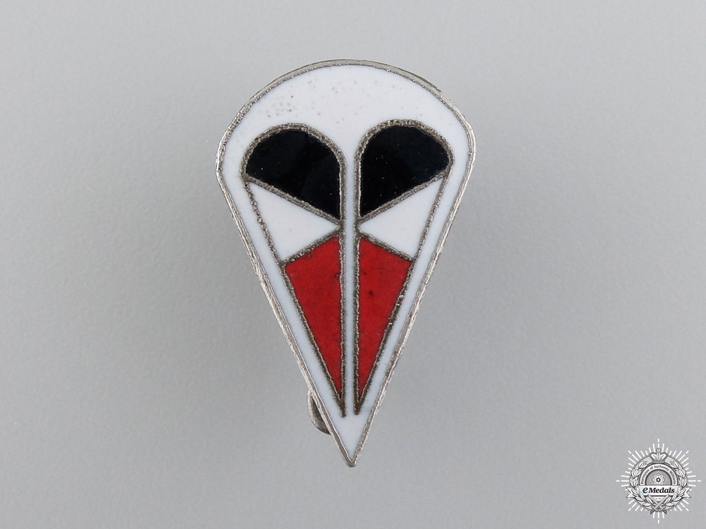 An Italian 1st Para Corps Cap Badge
