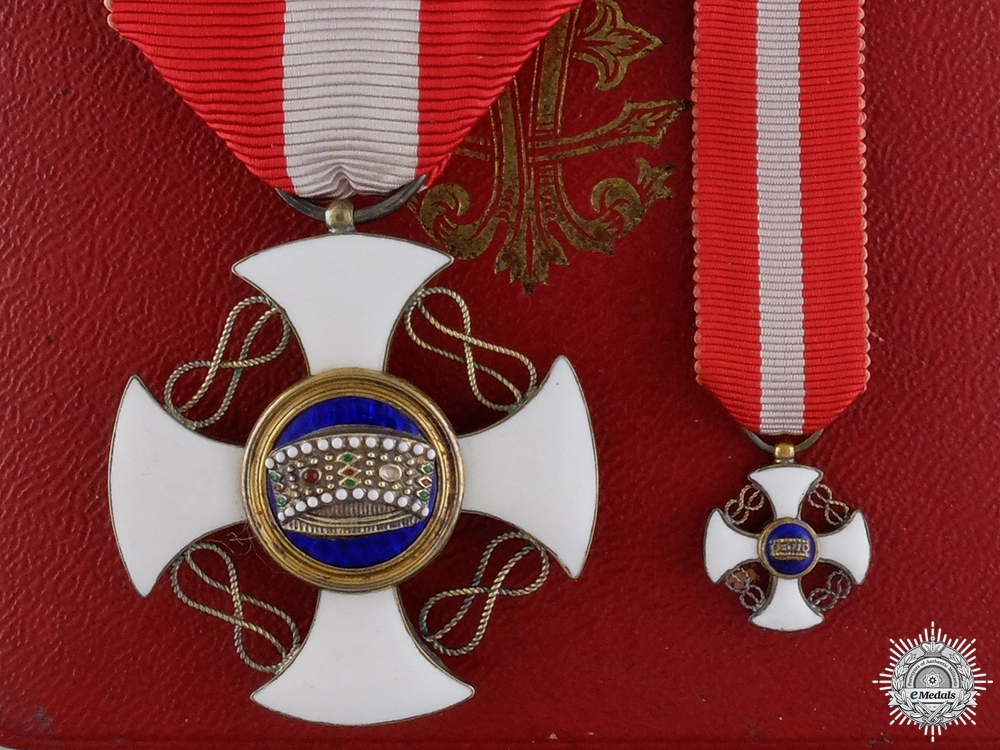 An Italian Order of the Crown in Gold with Case