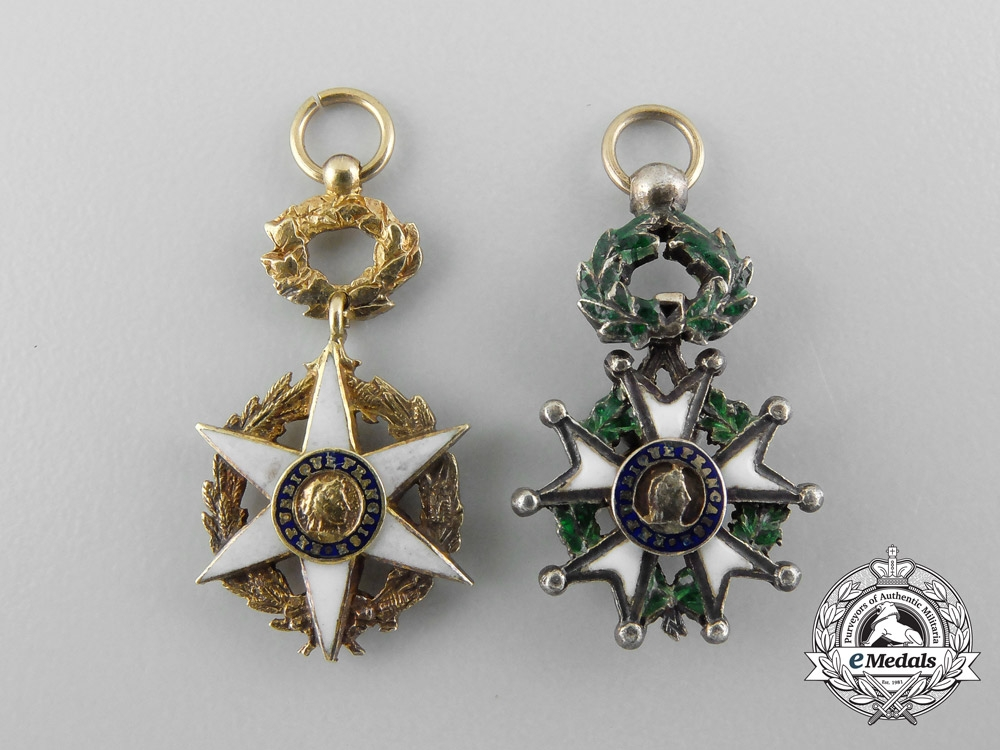 A fine set of miniature decorations awards and medals for Awards decoration