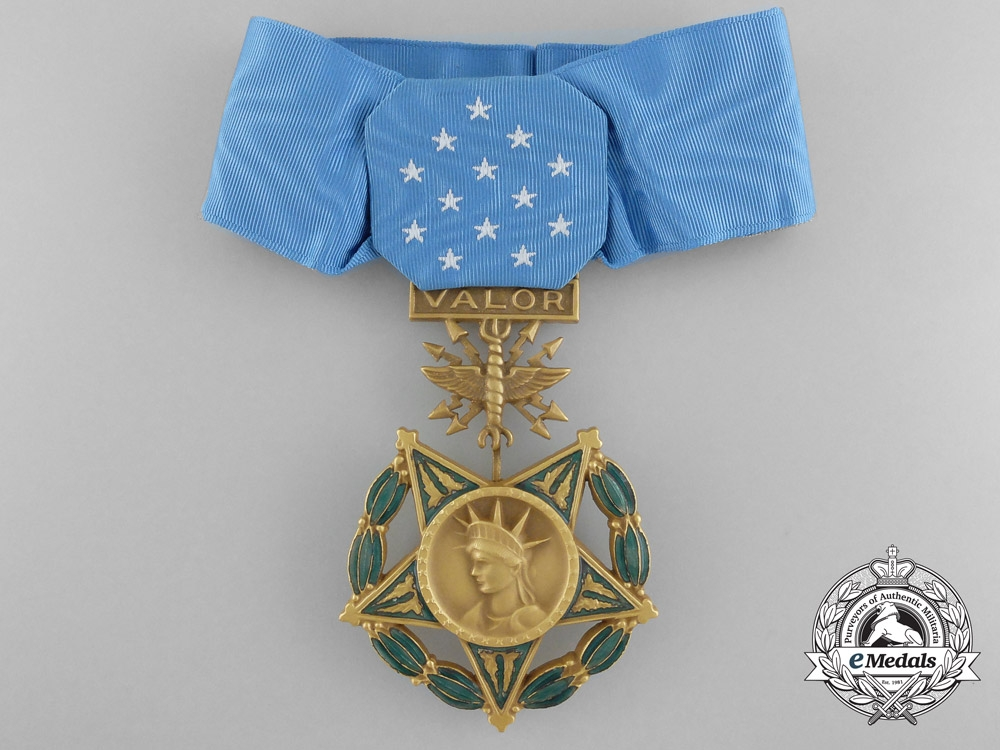 Immediate Credit Card >> A United States Air Force Medal of Honor with Case