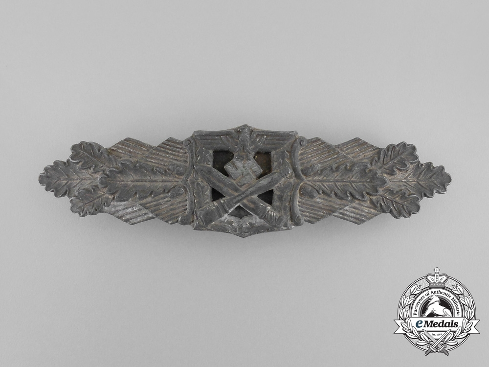 A Silver Grade Close Combat Clasp by the Unknow 6-Dot Maker