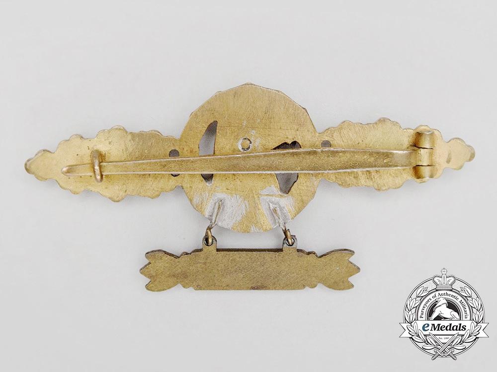 A Gold Grade Luftwaffe Reconnaissance Flyer Clasp with 200 Flights Hanger