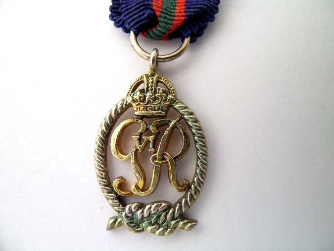 MINIATURE   ROYAL NAVAL VOLUNTEER RESERVE DEC.