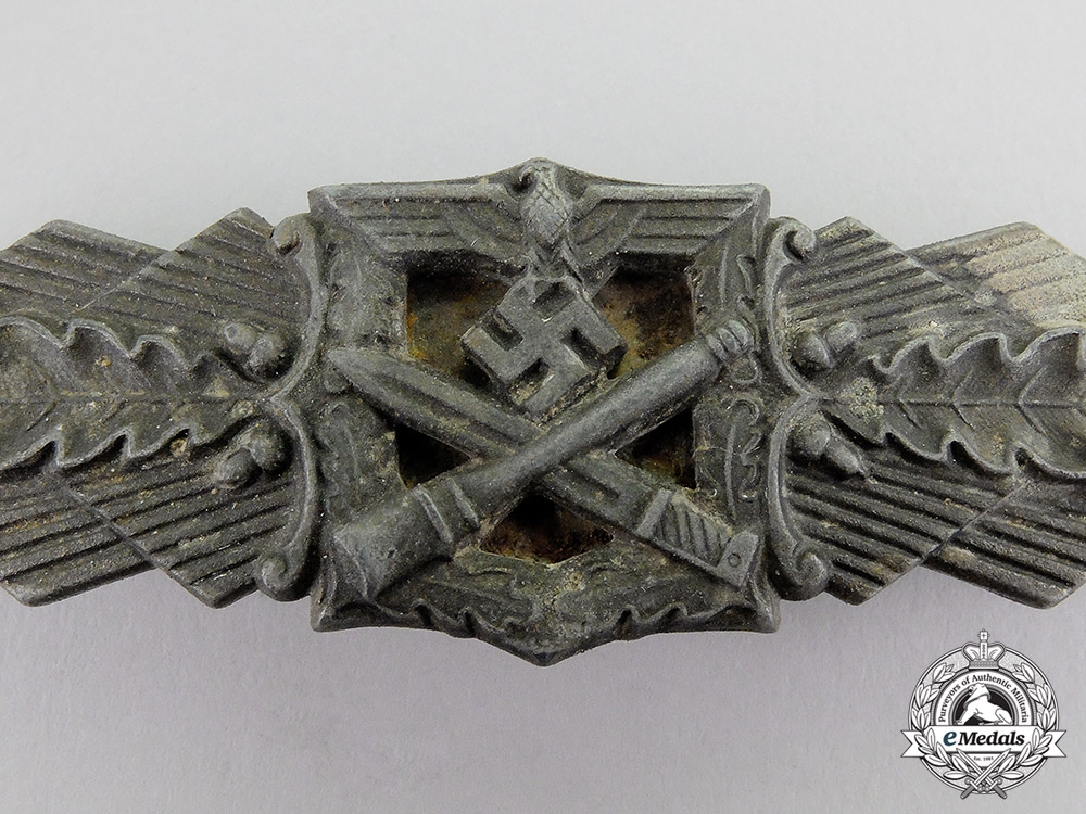 Germany. A Bronze Grade Close Combat Clasp by Friedrich Linden