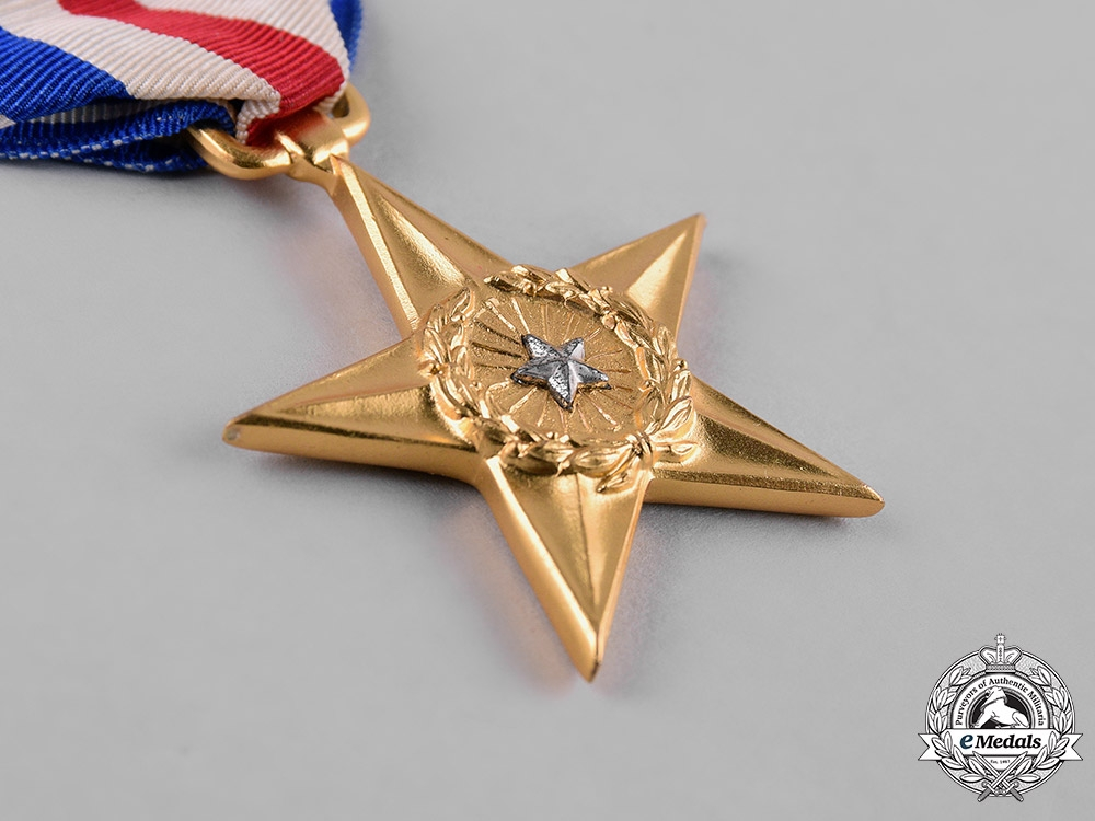 United States. A Silver & Bronze Star, Purple Heart Group, 9th Infantry Division, United States Army, 1945