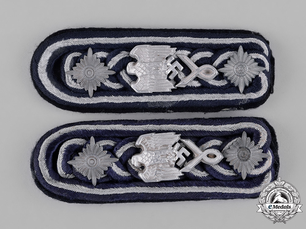 Germany, Wehrmacht. A Pair of Marinebeamte (Marine Administration) NCO Shoulder Boards