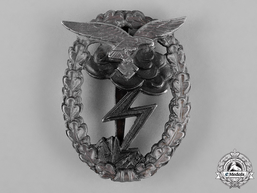 Germany, Luftwaffe. A Ground Assault Badge, by Metall und Kunststoff