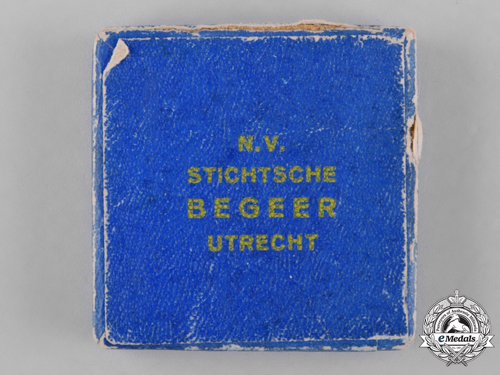"Netherlands, Kingdom. A 1933 Christmas Flight of ""The Pelican"" Commemorative Medallion"