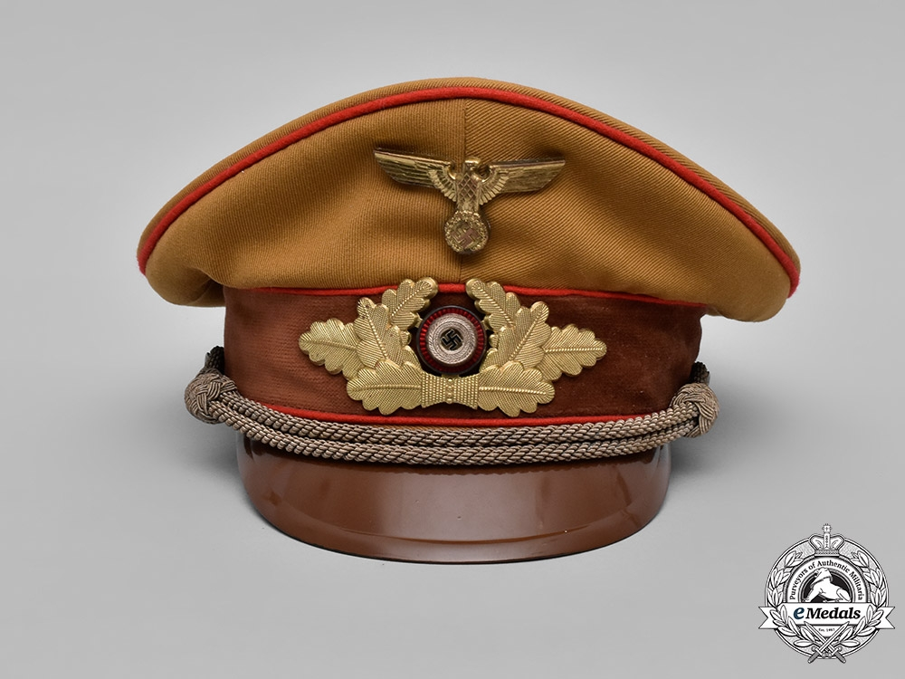 Germany, NSDAP. A NSDAP Gauleiter Level Visor Cap, c.1939