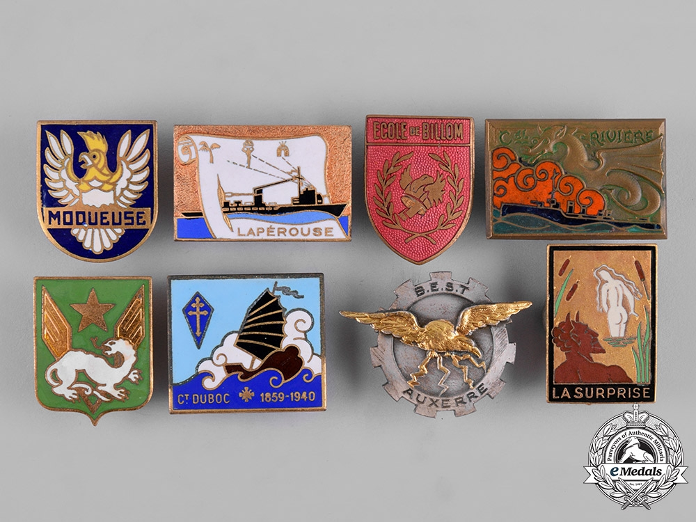 France, Republic. A Lot of Sixteen Military Insignia