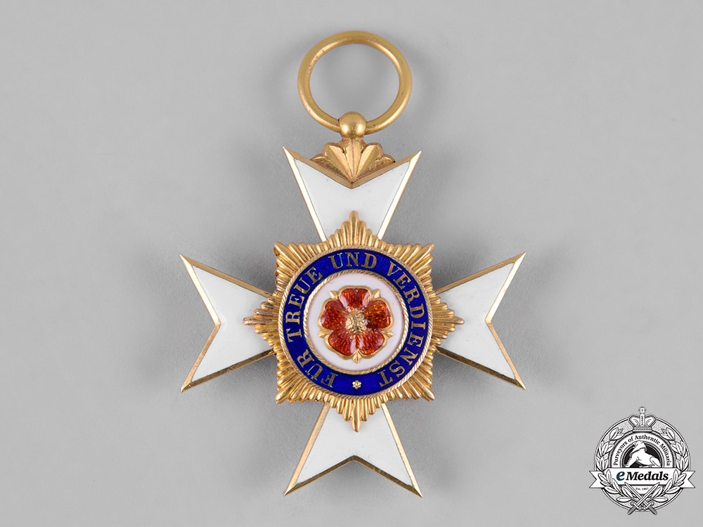 Schaumburg-Lippe, Principality. A Schaumburg-Lippe House Order in Gold, III Class Cross, c.1900