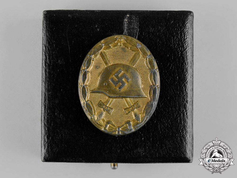 Germany, Wehrmacht. A Cased Wound Badge, Gold Grade, by the Official Vienna Mint