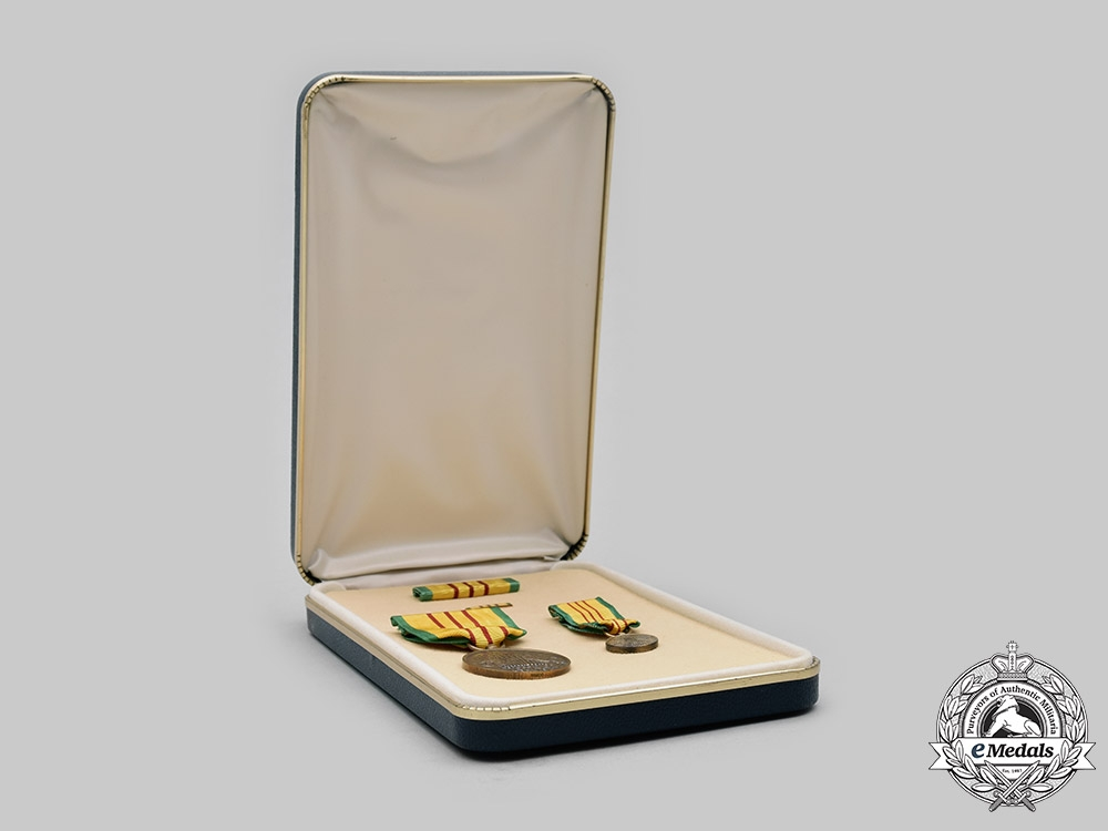 United States. A Vietnam Service Medal, Cased