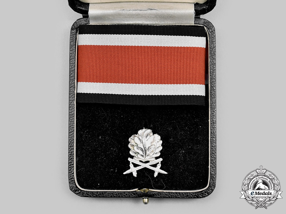 Germany, Federal Republic. A Set of Oak Leaves with Swords to the Knight's Cross of the Iron Cross, 1957 Version, with Case