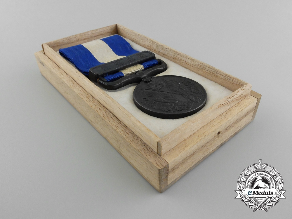 A 1914-1915 Japanese War Medal with Case