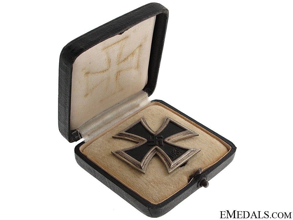 "Cased Iron Cross 1st. Cl. 1939 ""¢¤ Maker 65"