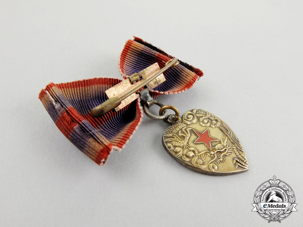 A Second War Chinese Qing Bao Xing Badge for Japanese Women