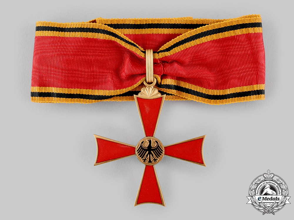 Germany, Federal Republic. An Order of Merit, Commander's Cross with Case, by Schuler & Kun