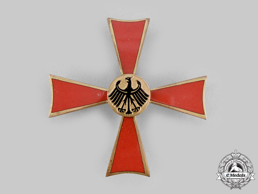 Germany, Federal Republic. An Order of Merit, I Class Officer with Case
