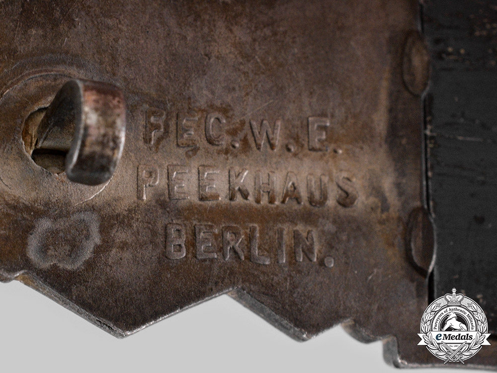 Germany, Wehrmacht. A Close Combat Clasp, Silver Grade, by Arbeitsgemeinschaft Metall und Kunststoff