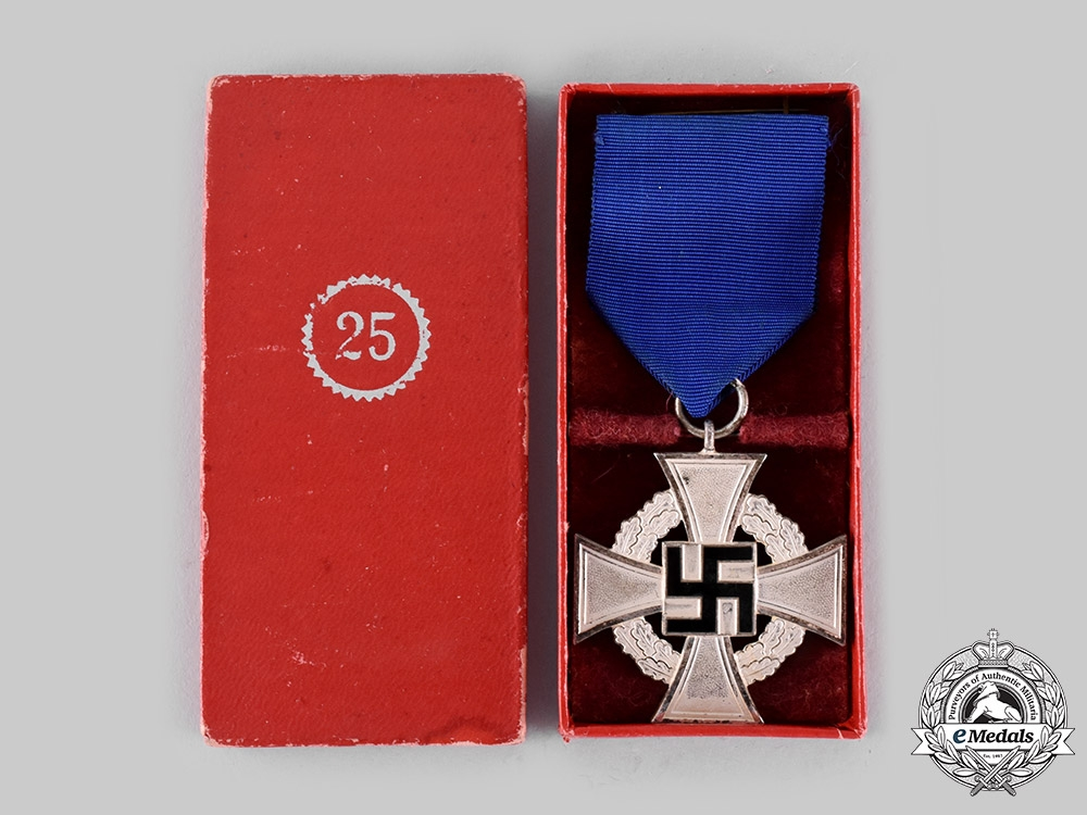 Germany, Third Reich. A Civil Service Long Service Decoration, II Class for 25 Years with Case, by Wächtler & Lange