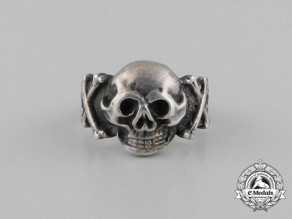 A German Third Reich Period Skull Ring; 800 Marked