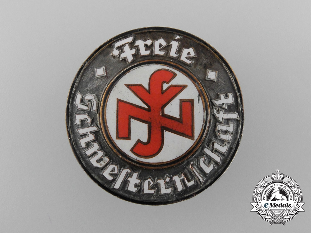 Germany. A National Federation of Free Sisters and Nurses Badge