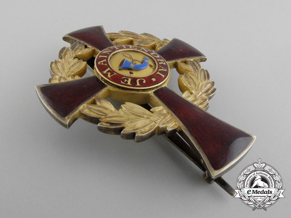 A Family Order of Orange Officer's Cross, Type II (1908-1969) with Case
